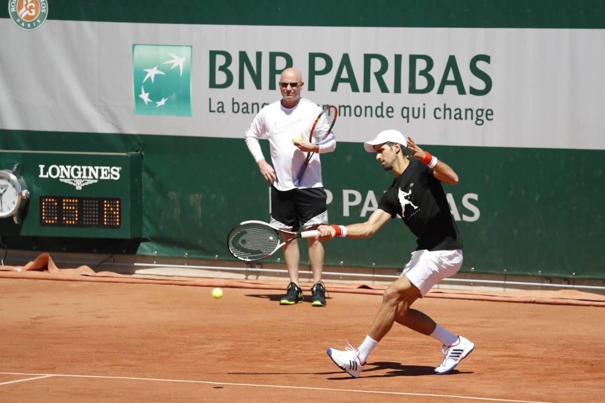 Djokovic estreia parceria com Agassi nesta segunda emParis
