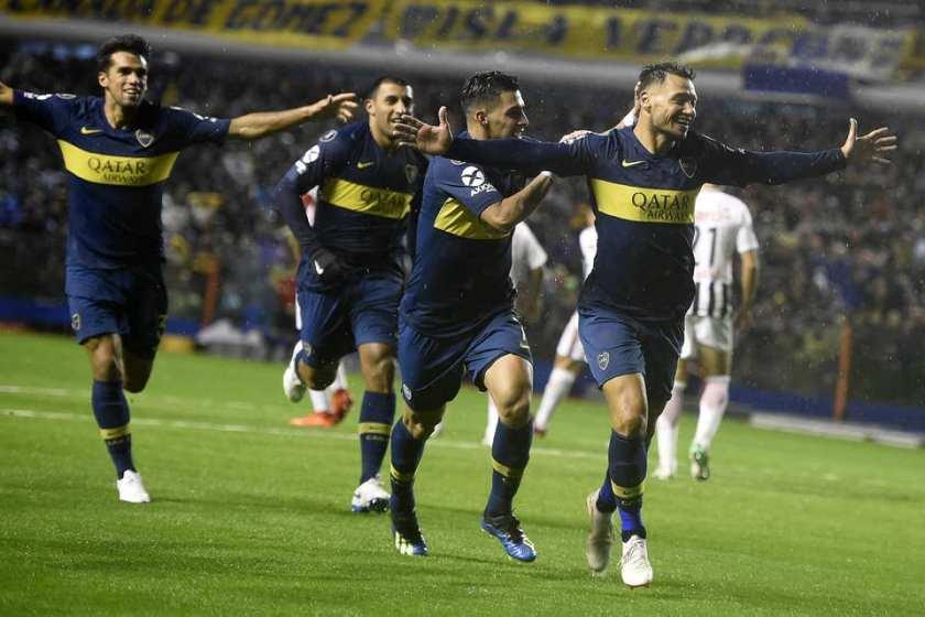 Mauro Zárate comemora gol pelo Boca Juniors contra o Libertad pela Libertadores. Crédito: Divulgação