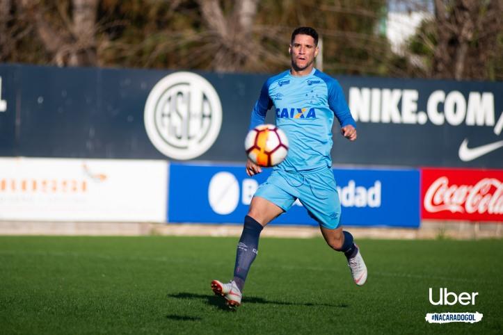 Thiago Neves em treino do Cruzeiro no estádio Nuevo Gasometro antes de enfrentar o Boca Juniors Crédito: Bruno Haddad/Cruzeiro