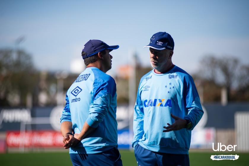 Mano Menezes comandou treino do Cruzeiro no estádio Nuevo Gasometro antes de enfrentar o Boca Juniors Crédito: Bruno Haddad/Cruzeiro